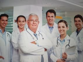 Kızlık zarı dikimi yapan doktorlar